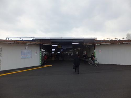 大分駅は工事中でした。<br />そんなわけでこんな感じの仮設の通路を抜けて駅の外に。