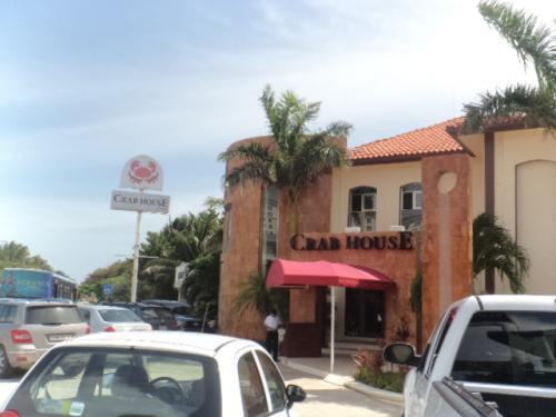 場所は、ストーンクラブがオススメの「Crab House」の目の前です。ここにくれば敷地の対面にあります。<br /><br />