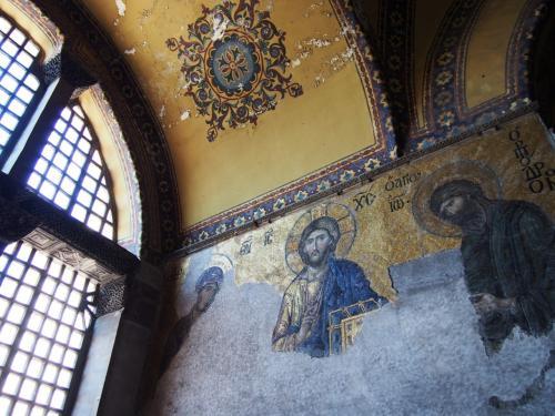 2Fには黄金のキリストのモザイク画があり、これも見応えがある <br /><br />