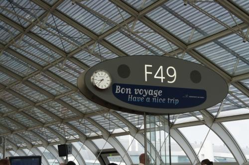 トランジットの待ち時間は2時間半強。<br /><br />リスボンへのフライトを見た妻が<br />「リスボンは涼しいので、次回のヨーロッパ旅行は是非リスボンへ」と。<br />個人的には地味な印象しかないのだが、面白いかもしれない。<br />