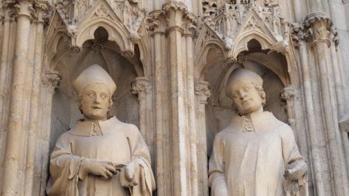 サンタンドレ大聖堂に施された彫刻。<br />