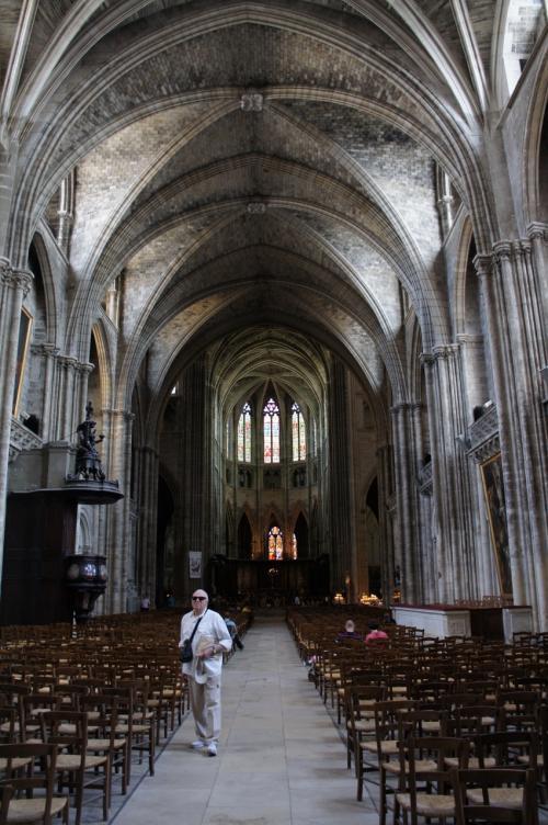 サンタンドレ大聖堂の中はこんな感じ。<br />ゴシック様式。