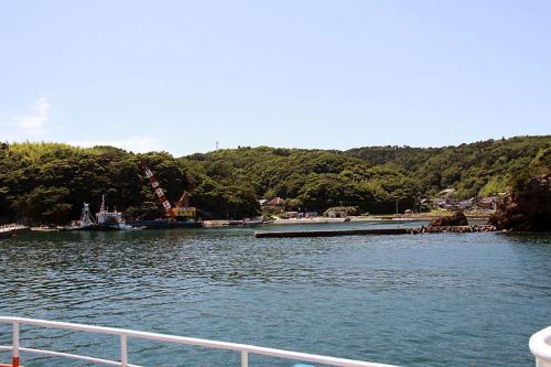田代島には2つ港が有り、最初に寄港するのは「大泊」です。<br /><br />田代島の主玄関は次の「仁斗田」になります。