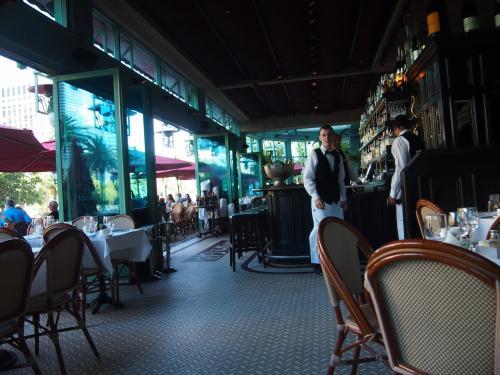 2日目。朝食はまたお隣Parisへ。<br />行きたかったモナミガミというフレンチ。<br />おしゃれ!!