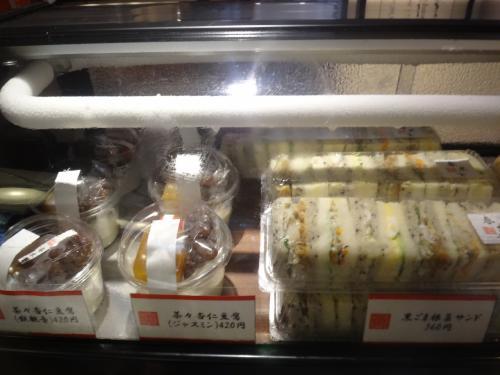 代官山の【春水堂】<br /><br />チュンスイタンのスイーツの写真。<br /><br />・茶々杏仁豆腐 鉄観音、ジャスミン共に420円