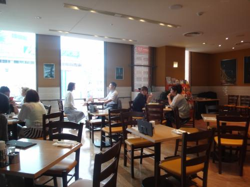【CAFE CUCINA & COMPANY.】<br />渋谷東急東横店南館6F<br /><br />渋谷のパンケーキ店カフェ クッチーナ店内の写真。<br />結構、広くて好きな感じです。<br />