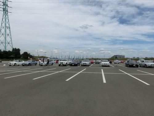 試乗車が並んでいます。<br />我々は5シリーズのアクティブハイブリッドに試乗しました。<br />なかなか静かで良かったです。
