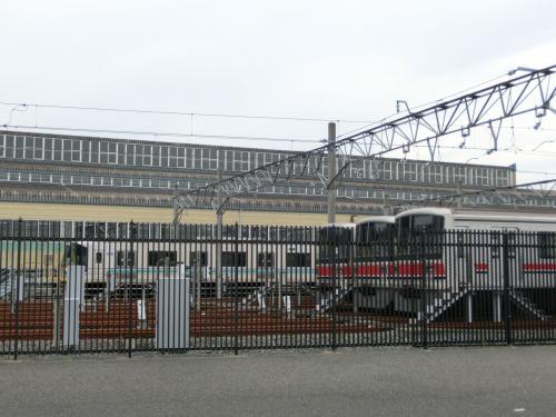 帰りは徒歩で、駅近くまで帰ってきました。<br />浦和美園駅は埼玉高速鉄道の終点なので車庫がありました。