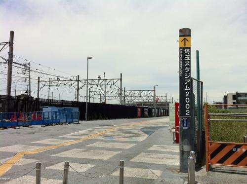 浦和美園駅から歩いて埼玉スタジアムに向かおうと思いましたが、<br />余りの暑さにかまけ、タクシーで向かいました。<br />