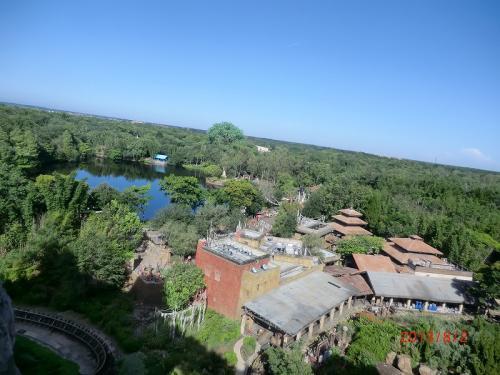 「エクスペディション・エベレスト」から見たパーク全景
