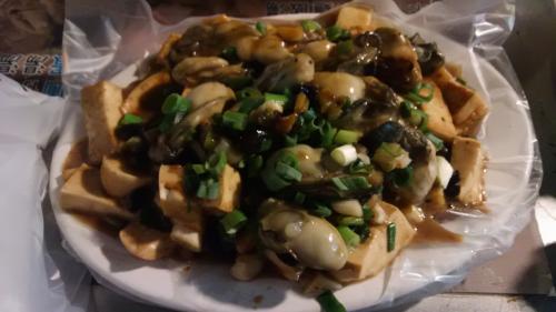牡蠣と豆鼓の炒め物。豆腐も入って美味しい。