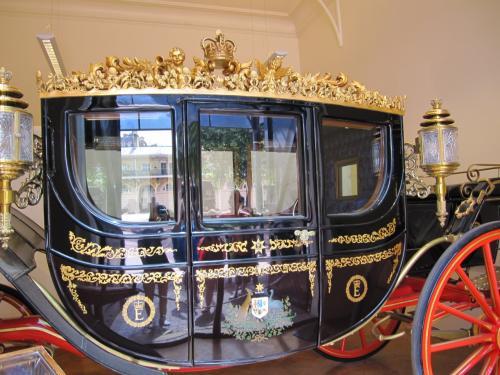 オーストラリアから贈られた馬車。<br /><br />カンガルーとエミューの絵が、なんだかかわいい。