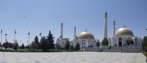 ニヤゾフ大統領の廟の側からの眺め。
