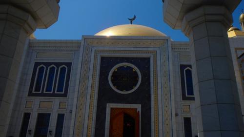 モスク入り口。装飾が素晴らしい。中は撮影禁止。