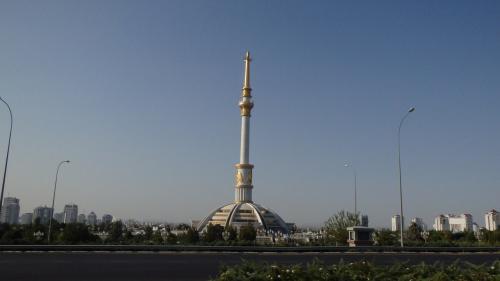 【撮影場所5】ここからは、独立記念広場(Monument of Independence of Turkmenistan)の写真です。