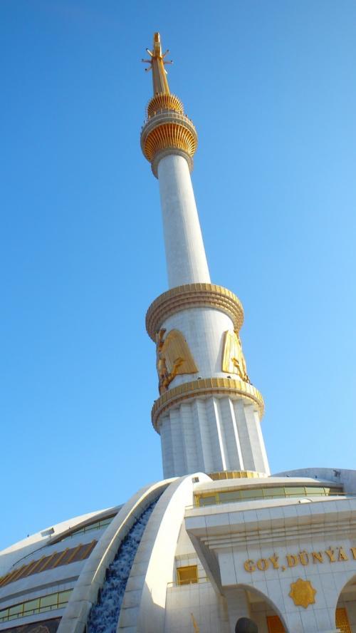 【撮影場所5】塔を見上げたところ。