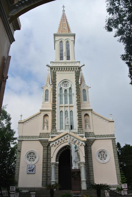 その向かいの教会