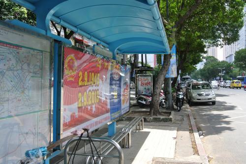 レロイ通りのバス停留所。