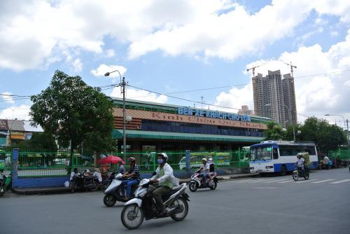 バスターミナル全景です。<br /><br />バスを降りた時にはビンタイ市場がどこにあるのか、しばし戸惑う