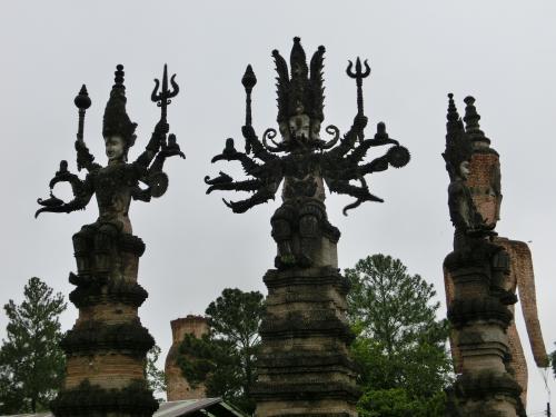 ワットケークの巨大な仏像