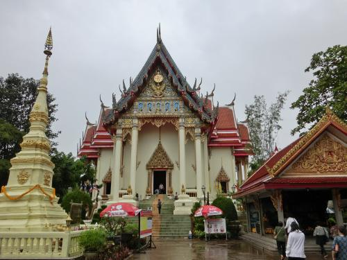 ワットポーチャイ<br />タイ国内からのたくさんの観光客で賑わっていた。
