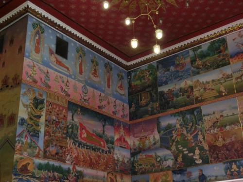 ワットポーチャイ本殿の壁画。仏様のいる天国が描かれている。<br />この様な壁画からも異国情緒が漂ってくる。