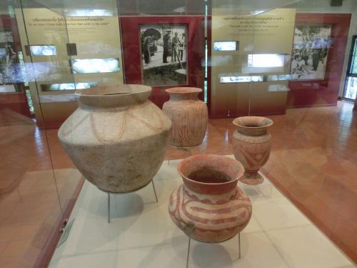 バーンチアン遺跡の出土品。<br />考古学に興味のある人にとっては。一見の価値あり。<br />日本の考古学歴史に比べて、年代が更にさかのぼる。