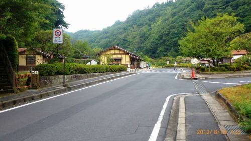石見銀山に到着です。<br /><br />ここは銀山まで徒歩圏内の場所に数十台分の駐車場があります。<br />早く行けばそこに停められます。<br />7時過ぎについて駐車場確保できました。