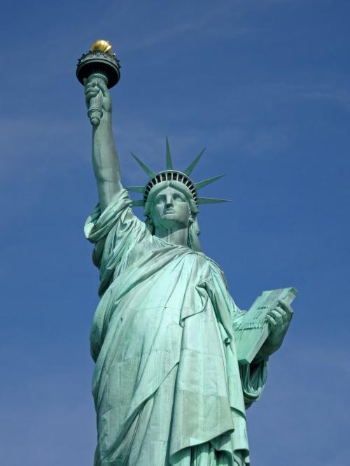 【自由の女神】<br /><br />ニューヨークに来たからには,とりあえず,これを見なきゃね!<br /><br /><br />ベタな観光地ですが,実物を見ると「うぉー!NYに来たぁ!」って感動です!<br /><br /><br />ここは,お台場じゃありませんので,念のため…<br /><br /><br />※自由の女神(リバティ島)へのチケット<br />→http://www.statuecruises.com/