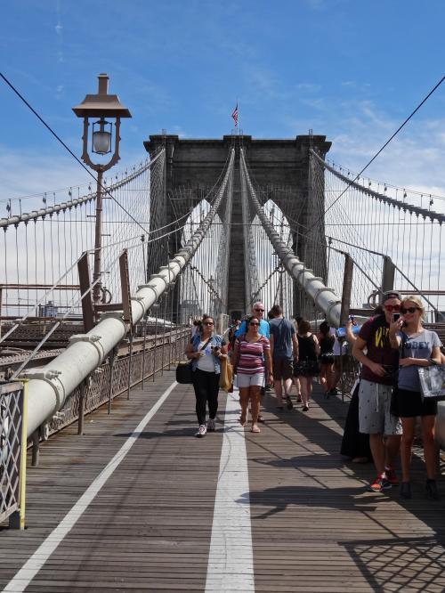 ブルックリン橋を歩く<br /><br />色んな映画のロケ地になっているので,もっと感動するかと思ったんだけど…