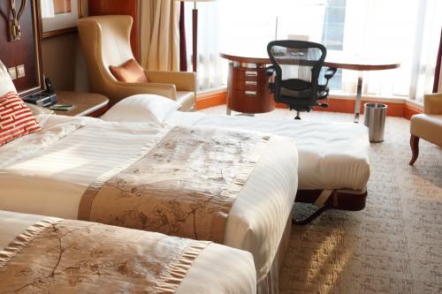 続いて部屋です。<br />香港のホテルはグレードの高いホテルでも、狭い。<br /><br />