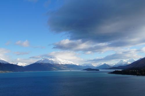 湖の色が神秘的です<br />氷河湖だからかな?<br />