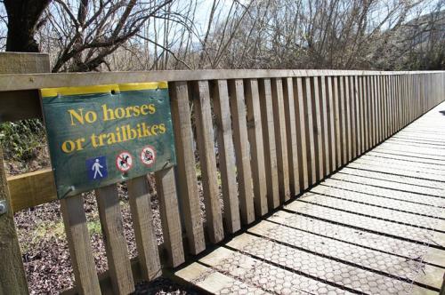 馬や自転車は渡れない橋だそうです<br />われわれは徒歩だから大丈夫♪