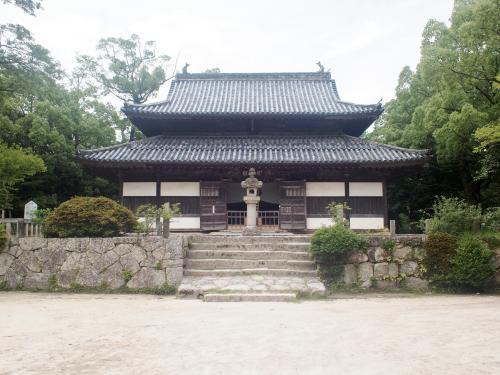 太宰府駅前からタクシーに乗って、観世音寺に行きました。