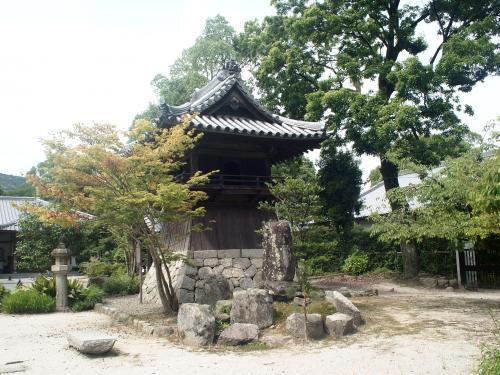 鐘楼も江戸時代のものです。