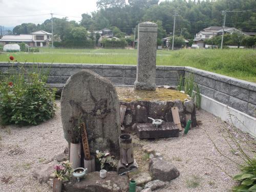 戒壇院の近くにある玄の墓。彼はなかなか個性的な(というか、灰汁の強そうな)僧侶でしたが、藤原冬嗣の霊に殺されたと言われています。以前見た『大仏開眼』のドラマでも、藤原仲麻呂?だったかの命令で殺されていたようでした。