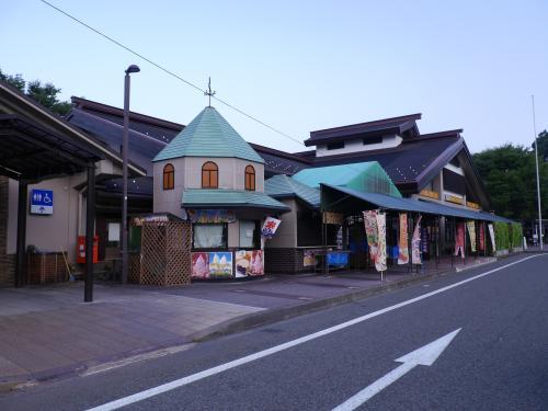 石川県に入りました。早朝の尼御前SA、日本海を見ながらおそばをいただきました。