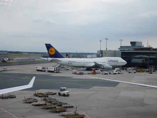 フランクフルト着<br /><br />着陸してからかなり滑走路を走ってやっと飛行機から降りられました。