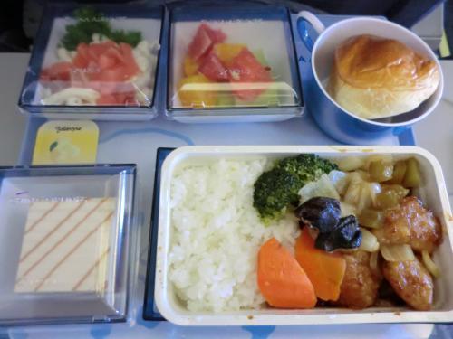 10:00 関空から台北行きへ<br /><br />機内食は酢豚。