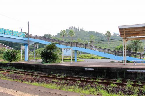 こちらの駅は無人駅。列車も一時間に一本程度の運行のようです。