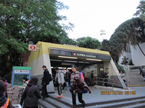 朝食後、尖沙咀の駅から地下鉄で黄大仙に向かいます。