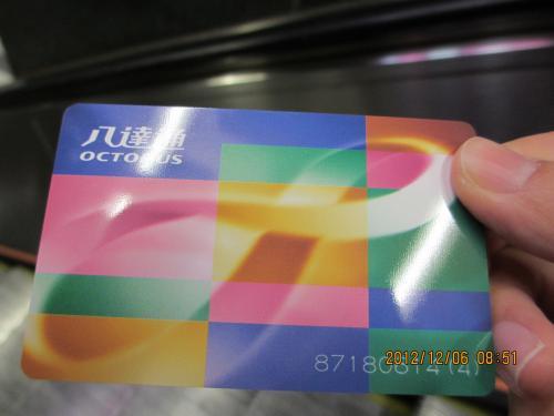 香港といえばオクトパスカード。<br />日本のSuicaと同じです。<br />タクシーや赤ミニバス以外の乗り物ならほぼ使える便利なカード。