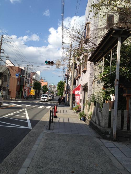 桃谷商店街が終わるとソカイ道路に出る。<br />