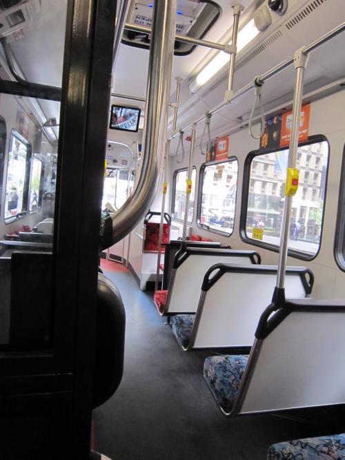 サリーヒルズにあるビルズでランチする為、バスに乗る。