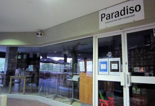 お腹が空いてきたので<br />近くのカフェ『IL PARADISSO』へ。<br /><br />