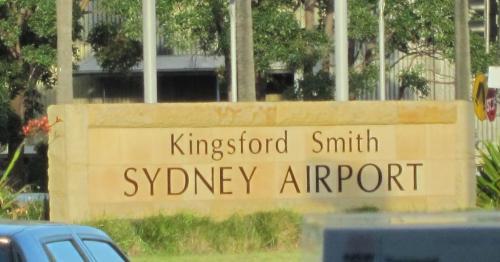 約9時間45分で、シドニー空港へ。<br /><br /><br /><br />