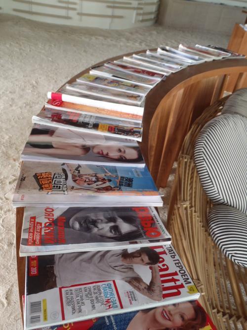 お待ちいただく間は、海外の雑誌なども自由にご覧ください!