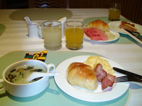 7:00 起床<br />おかゆにお茶漬けの素で美味しかったとどなたかのブログを見て、私も持参。<br />これいける〜<br />