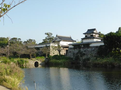 西鉄と地下鉄を乗り継ぎ福岡城へ。