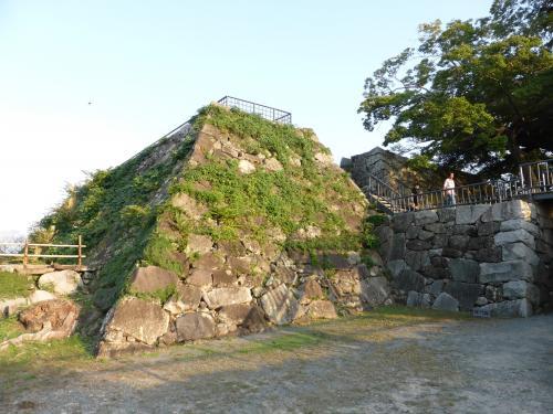 100名城スタンプを頂いたあと、天守台跡へ。